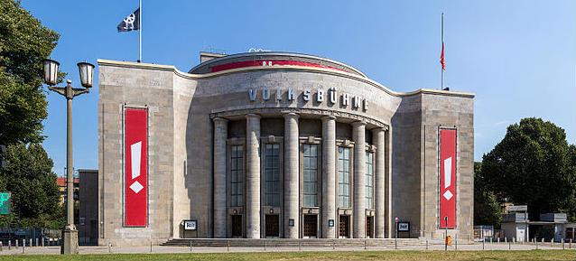 Seit 1992 is Frank Castorf Intendant an der Volksbühne Berlin Mitte